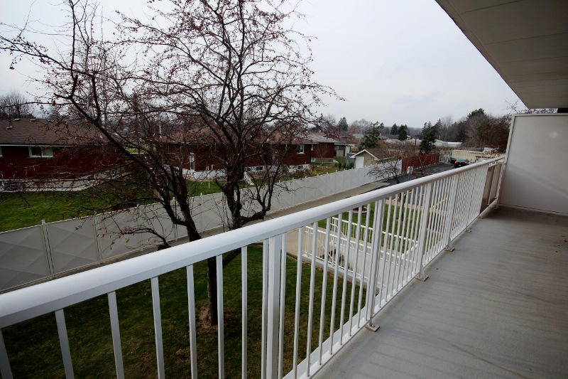 CONDOMINIUM APARTMENT FOR SALE IN EAST HAMILTON 10 WOODMAN DRIVE BALCONY