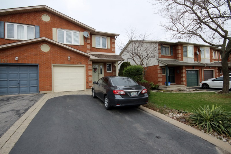FREEHOLD TOWNHOUSE FOR SALE 178 CANDLEWOOD DRIVE HAMILTON STONEY CREEK ONTARIO